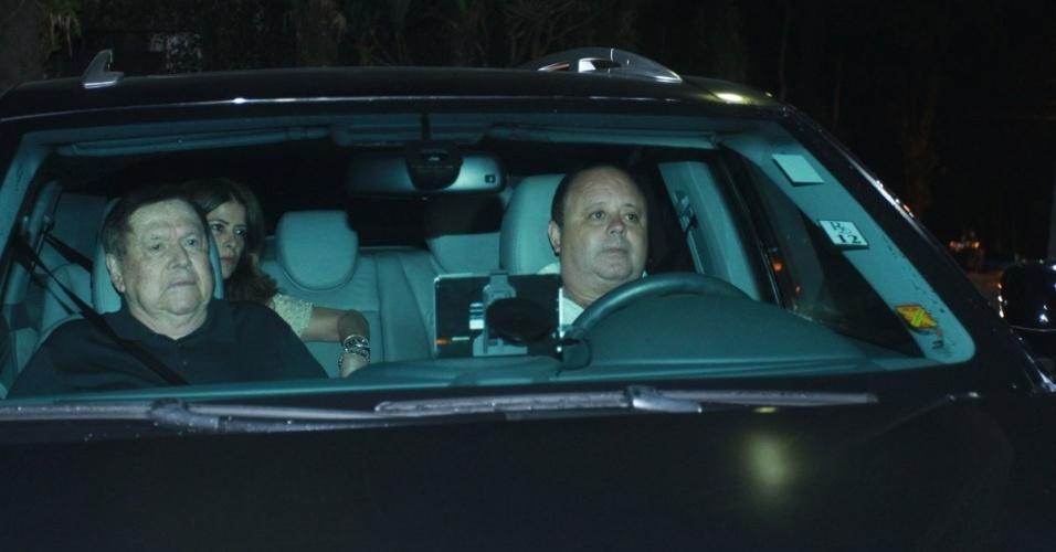 30.nov.2012 - Boni chega no aniversário de 39 anos de Angélica na casa da apresentadora em São Conrado, Rio de Janeiro