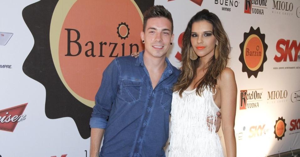 30.nov.2012 - Mariana Rios e Di Ferrero na festa de comemoração de 1 ano do Barzin, no Rio de Janeiro