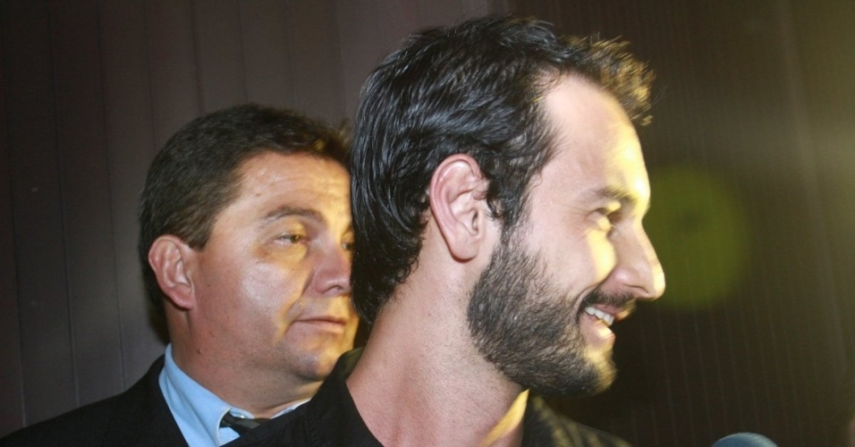 30.nov.2012 - Rodrigo Santoro chega no aniversário de 39 anos de Angélica na casa da apresentadora em São Conrado, Rio de Janeiro