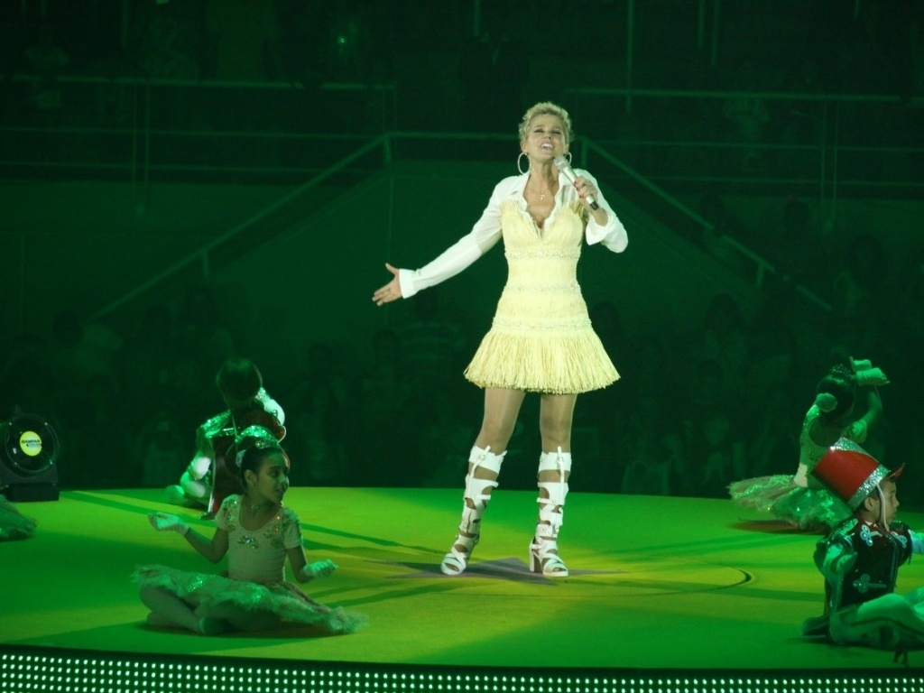Xuxa se apresenta no show 