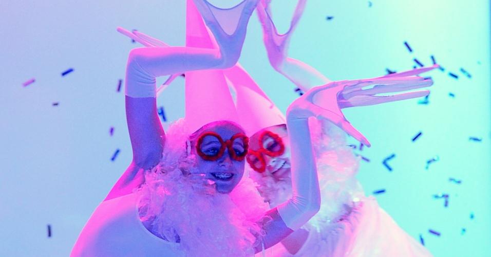 1.dez.2012 - A arte performática invadiu o evento de arte e moda contemporânea BelExpoArt 2012, em Minsk, com a apresentção do grupo performático bielorusso Barmalgot com seu show