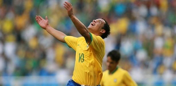 Lulinha comemora gol no Pan-Americano de 2007, quando era a estrela da seleção