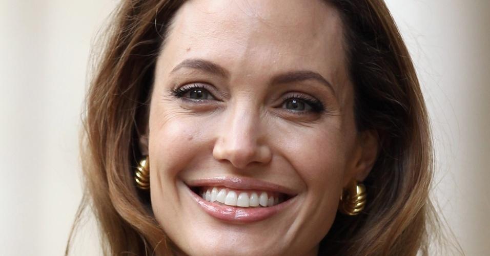 29.mar.2012 - Angelina Jolie em Londres em encontro com ministros britânicos após a exibição de