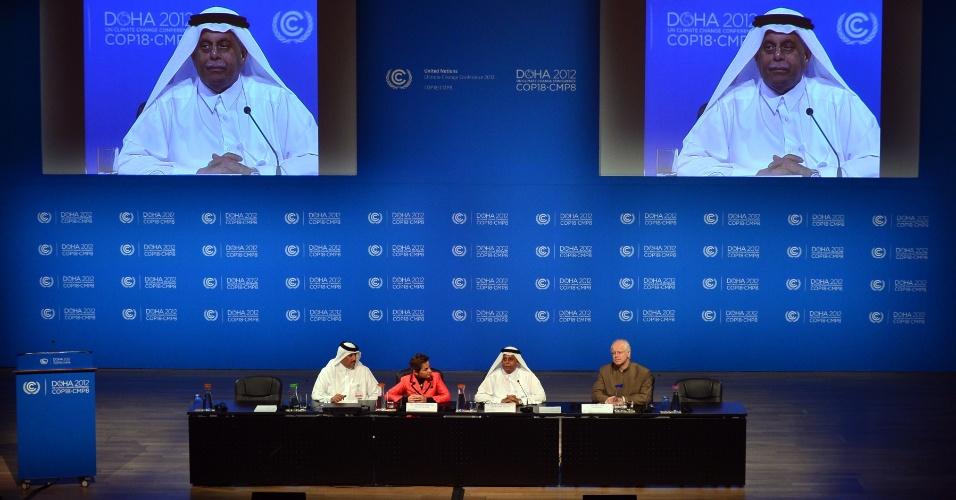 3.dez.2012 - O primeiro-ministro do Qatar e presidente da 18º conferência da ONU (Organização das Nações Unidas) sobre as Mudanças do Clima, Abdullah bin Hamad Al-Attiyah, fala durante coletiva de imprensa em Doha, no Qatar