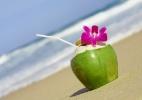 Veja o caminho do coco do p� at� a praia; pre�o chega a subir 15 vezes