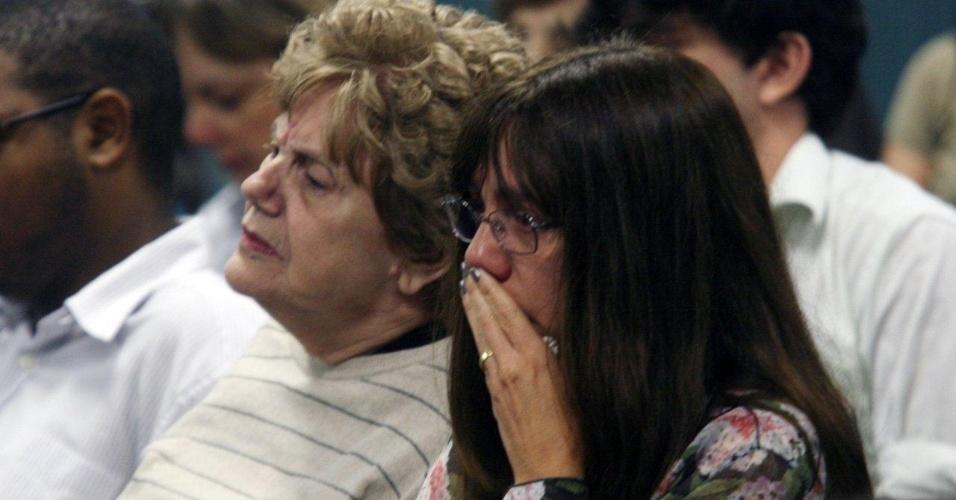 4.dez.2012 - A mãe, Marly Acioli (esq.), e a irmã, Simone, da juíza Patrícia Acioli acompanham o julgamento do cabo Sérgio Costa Júnior, réu confesso do assassinato da juíza, morta em agosto de 2011 em Niterói (RJ)