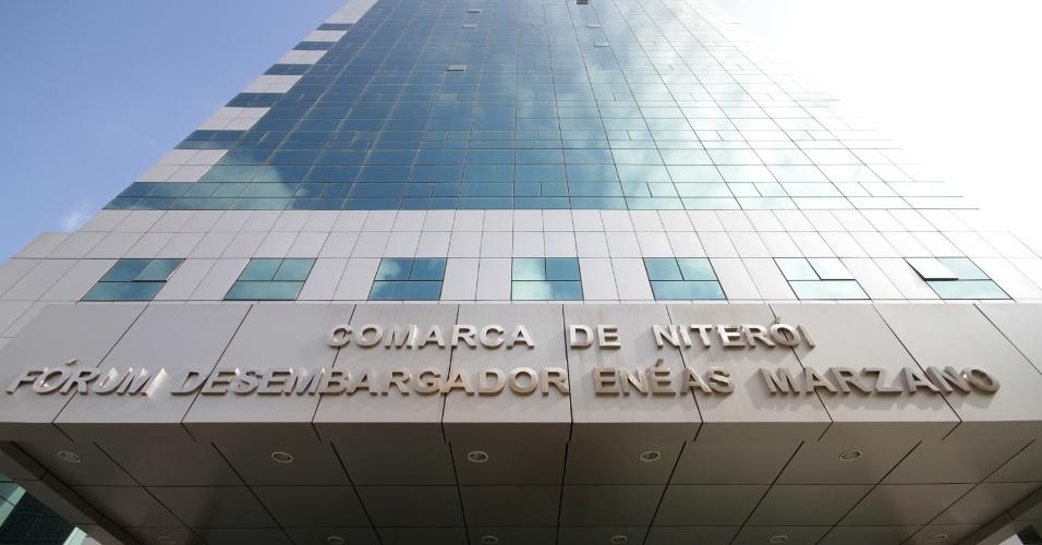 4.dez.2012 - Fórum em Niterói (RJ) onde é julgado o cabo Sérgio Costa Júnior, réu confesso no assassinato da juíza, morta em agosto de 2011