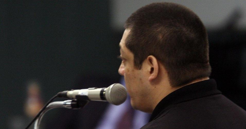 4.dez.2012 - O cabo Sérgio Costa Júnior, réu confesso no assassinato da juíza Patricia Acioli, é julgado em fórum de Niterói (RJ)