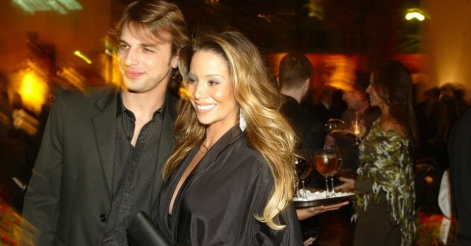 A atriz se casou com o ator Cássio Reis em 2005, meses após conhecê-lo. Dois anos depois, em dezembro de 2007, o casal teve o primeiro filho, Noah, que nasceu de parto cesariana na Clínica Perinatal, no Rio de Janeiro. Winits entrou com o pedido de divórcio em setembro de 2010