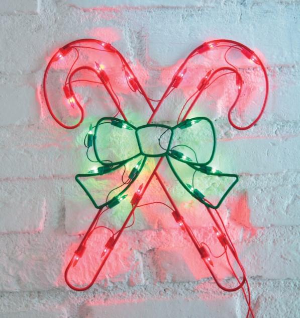 Com lâmpadas nas cores verde e vermelha, o enfeite de Natal das Lojas Americanas pode ser usado em ambientes externos. O produto é vendido por R$ 19,99 na unidade do Shopping ABC (11 3587-9317), na cidade de Santo André (SP) | Preços consultados em novembro e sujeitos a alterações