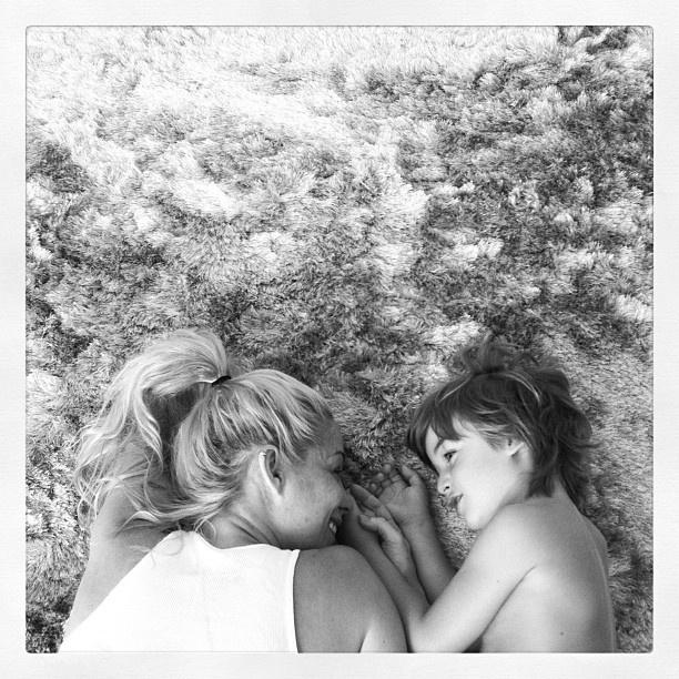 Danielle Winits em foto com o filho Noah, fruto do relacionamento de quase cinco anos com o ator Cássio Reis