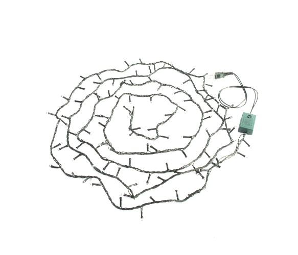Na Etna (www.etna.com.br), o pisca pisca Color possui 100 micro-lâmpadas, em uma extensão de 3 m. O produto natalino sai por R$ 25,99 | Preços consultados em novembro e sujeitos a alterações