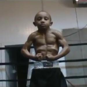 : Garoto é considerado o menino de cinco anos mais forte do mundo