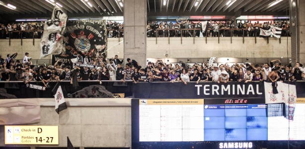 Scenes! 15,000 Corinthians fans turn up at the airport to cheer their team off to the Club World Cup