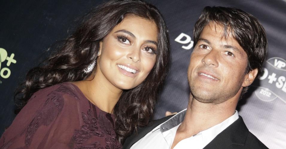 25.out.2012 - Juliana Paes e o marido, Carlos Eduardo Baptista na festa da revista