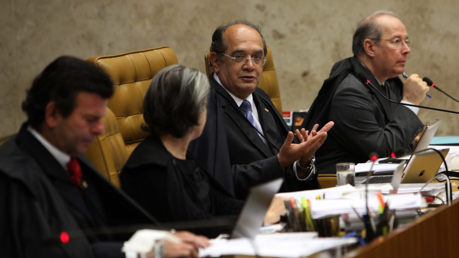 5.dez.2012 - Os ministros do STF Luiz Fux, Crmen Lcia, Gilmar Mendes e Celso de Mello, da esquerda para a direita, acompanham a 50 sesso de julgamento do mensalo