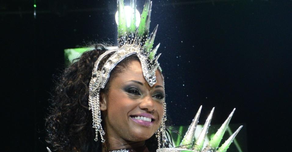 A rainha de bateria da Mocidade Independente de Padre Miguel, Camila Silva, participou do primeiro dia de gravações da vinheta de Carnaval da Globo, que aconteceu em uma casa de shows na Zona Oeste do Rio (4/12/12)