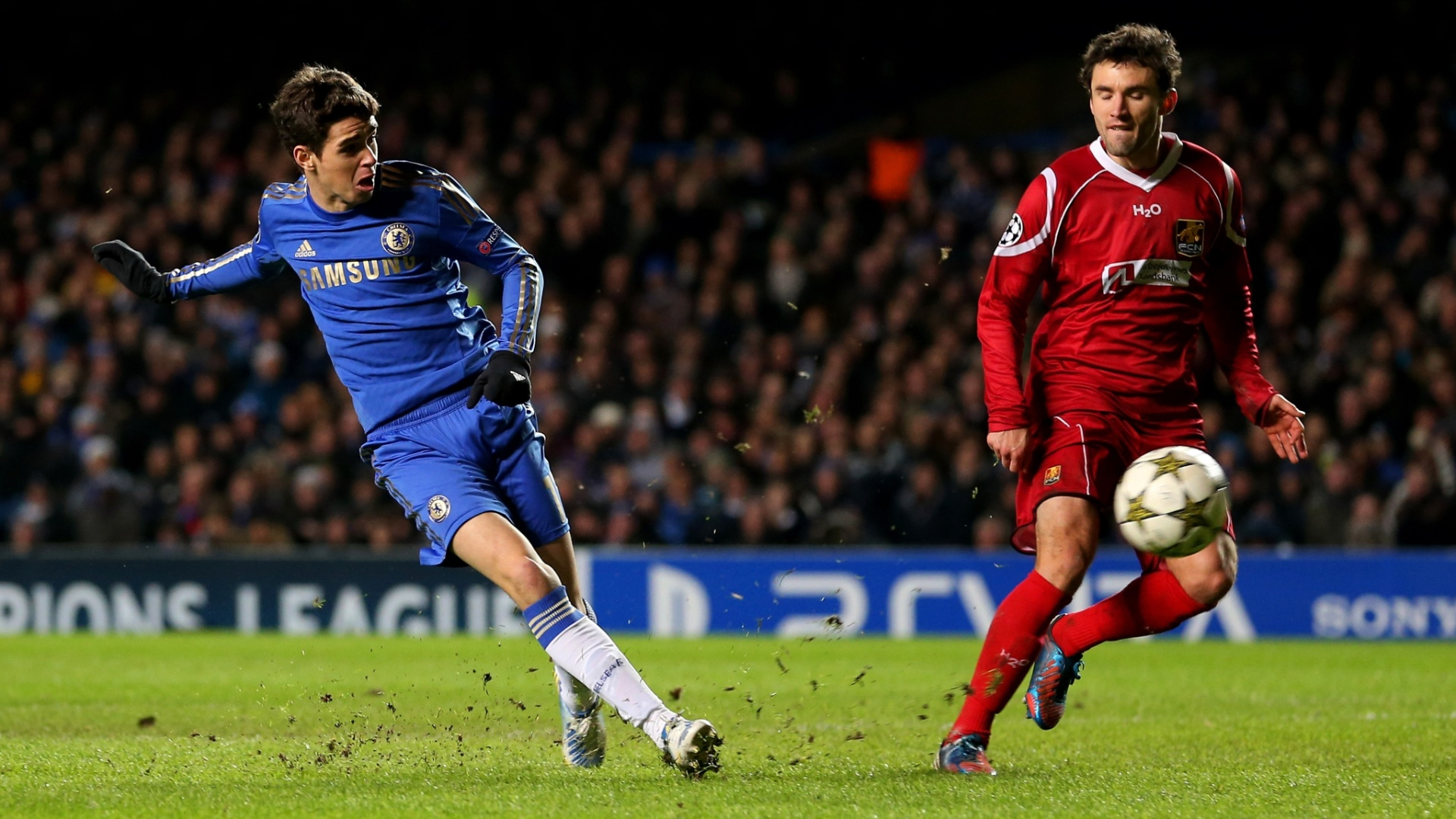 05.dez.2012 - Brasileiro Oscar bate para marcar o sexto gol do Chelsea contra o Nordsjaelland, pela Liga dos Campees