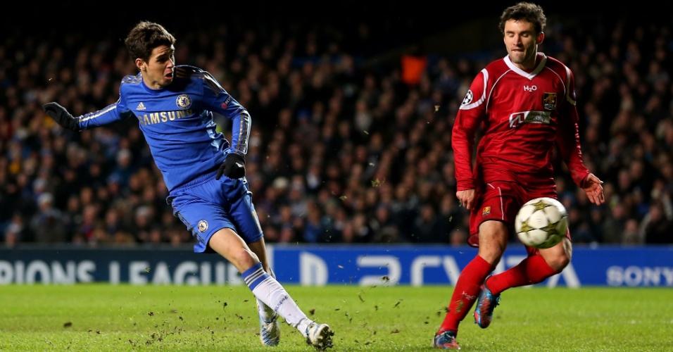 05.dez.2012 - Brasileiro Oscar bate para marcar o sexto gol do Chelsea contra o Nordsjaelland, pela Liga dos Campeões