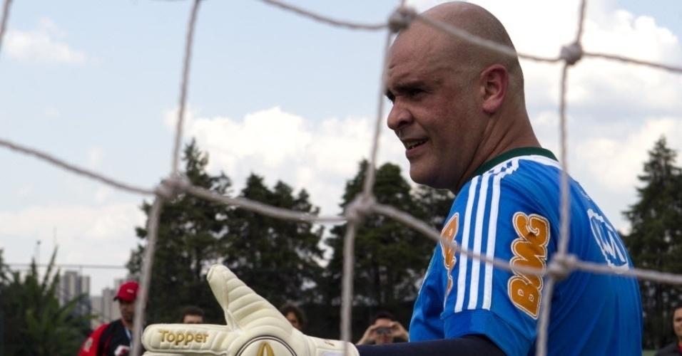 06.dez.2012 - Ex-goleiro Marcos participa de treino de preparação para seu jogo de despedida dos gramados