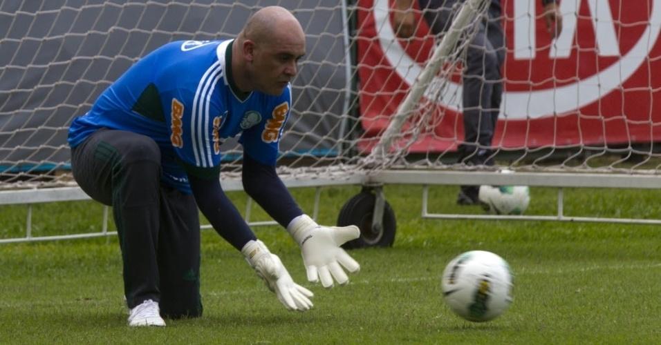 06.dez.2012 - Marcos participa de treino preparatório para seu jogo de despedida dos gramados no CT do Palmeiras
