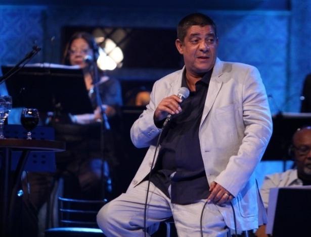 """5.dez.2012 - Zeca Pagodinho grava o DVD """"Vida Que Segue"""", que comemora 30 anos de carreira, no estúdio Frank Acker, na Barra da Tijuca, Rio de Janeiro"""