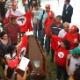 6dez2012---membros-do-mst-movimento-dos-sem-terra-cantam-em-homenagem-ao-arquiteto-oscar-niemeyer-que-e-velado-nesta-quinta-feira-no-palacio-do-planalto-em-brasilia-1354829132208_80x80.jpg