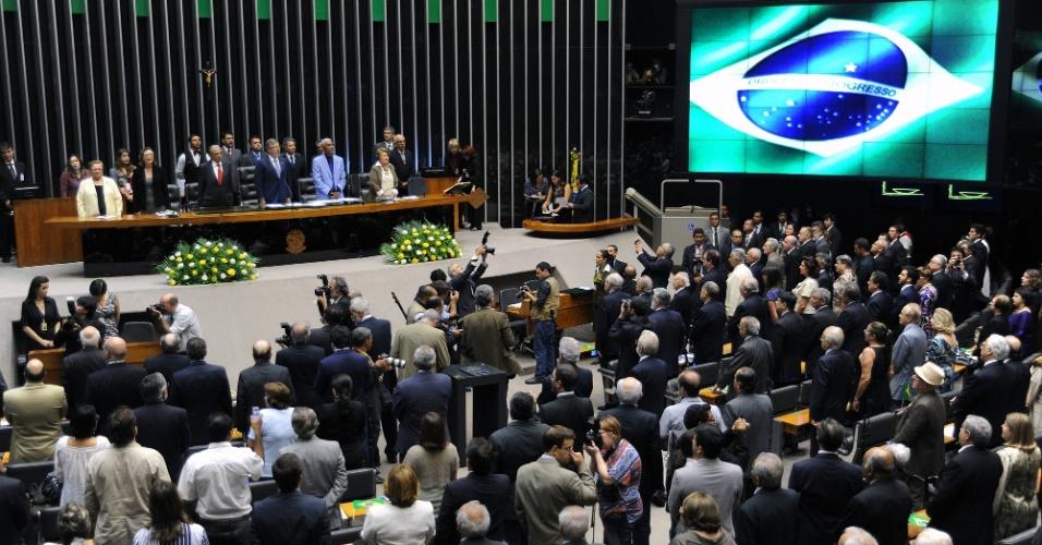 6.dez.2012 - O mandato de 173 deputados federais cassados sem o devido processo legal, entre 1964 e 1977, durante o período da ditadura militar no Brasil (1964-1985), foi devolvido simbolicamente em sessão solene realizada nesta quinta-feira (6), na Câmara dos Deputados. Apenas 29 dos parlamentares homenageados estão vivos