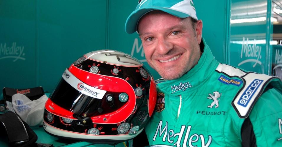 Barrichello e o capacete em homenagem ao Corinthians que usará na Stock Car