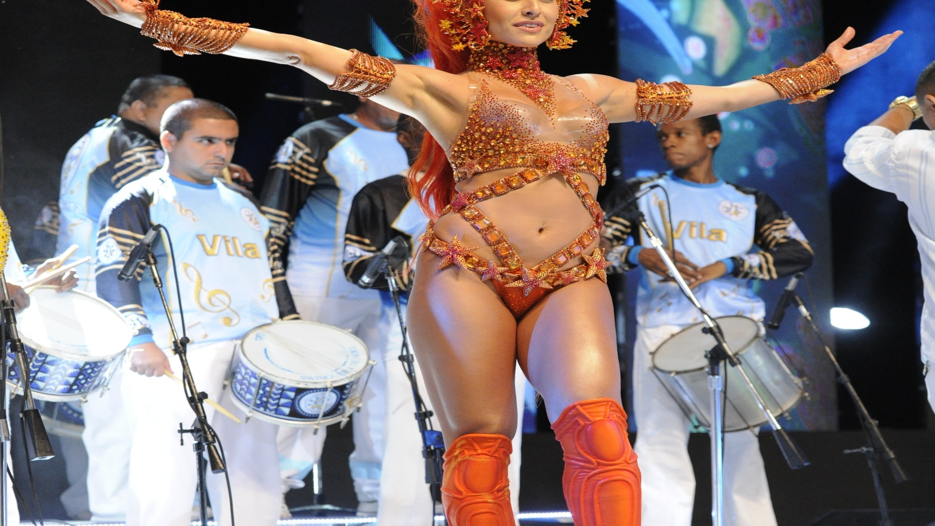 Rainha de bateria da Unidos de Vila Isabel, Sabrina Sato tambm faz parte do Carnaval paulista como madrinha da Gavies da Fiel (5/12/12)