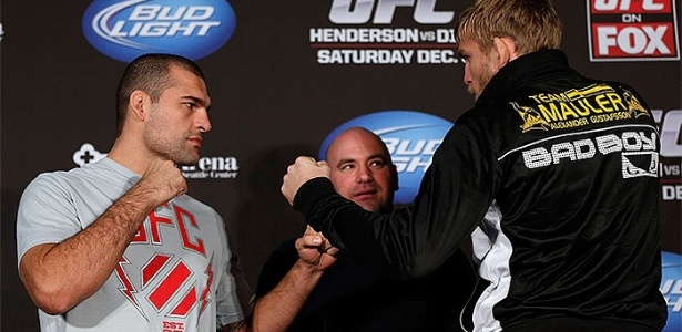 06.dez.2012 - Maurcio Shogun encara Alexander Gustafsson antes do UFC on Fox 5