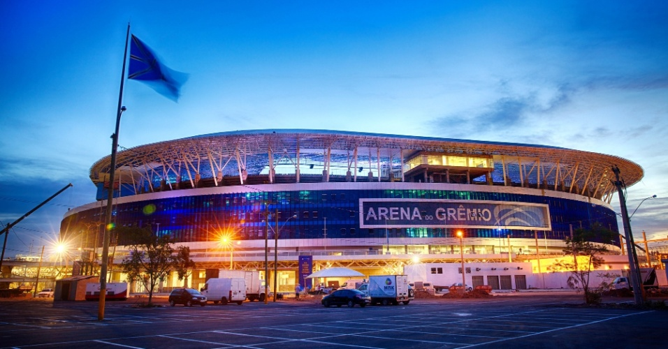 07.dez.2012-Arena do Grêmio iluminada, pronta para a inauguração no próximo sábado