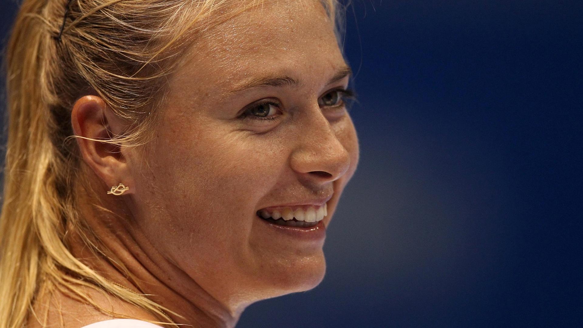 07.dez.2012-Maria Sharapova sorri após vencer Caroline Wozniacki no Desafio Internacional de Tênis em São Paulo