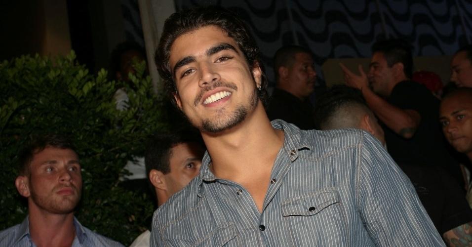 6.dez.2012 - Caio Castro vai à inauguração de seu bar Villa Carioca em São Paulo