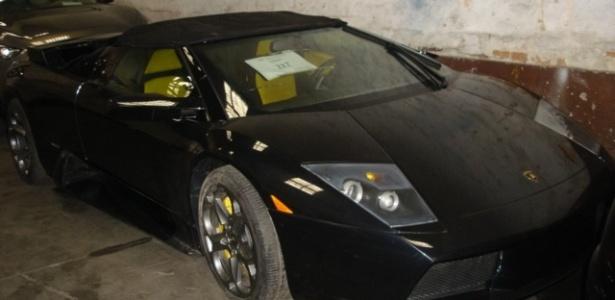 Serão colocados à venda 300 lotes compostos de diversos produtos, entre eles um Lamborghini modelo Mucielago Roadster, avaliado em R$ 736 mil