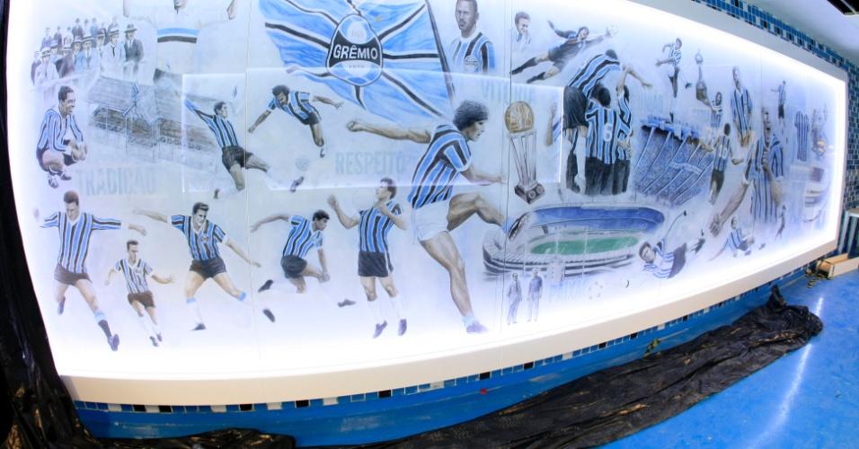 Painel que leva do vestiário ao campo de jogo na Arena do Grêmio