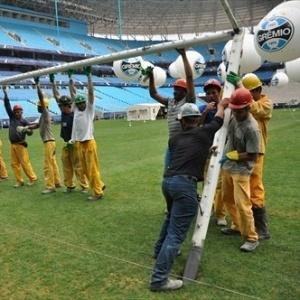 Traves retiradas do Olímpico são instaladas na Arena do Grêmio