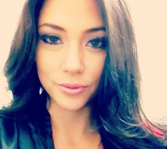 08.dez.2012 - Ring girl Arianny Celeste se prepara para subir no ringue para o UFC on Fox 5
