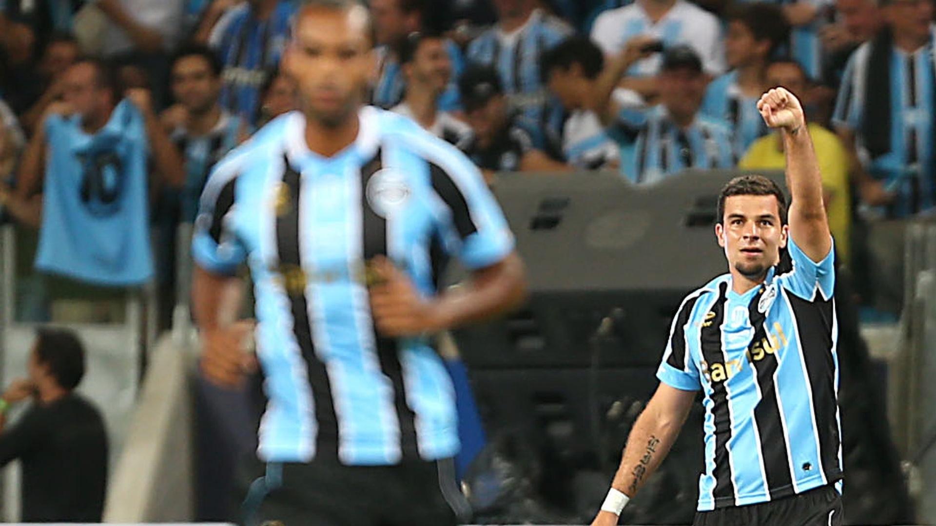 08.dez.2012-André Lima comemora após marcar o primeiro gol da nova Arena do Grêmio em jogo amistoso contra o Hamburgo
