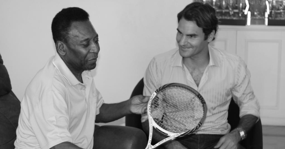 08.dez.2012-Federer visita Pel em sua passagem pelo Brasil