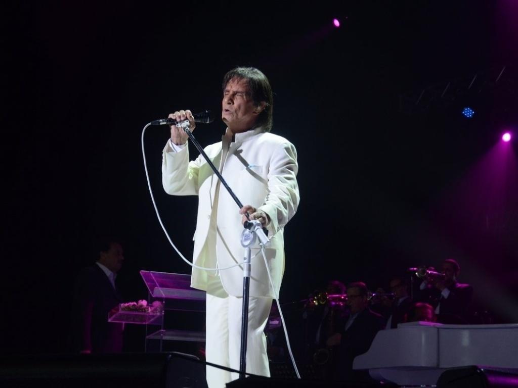7.dez.2012 - Roberto Carlos se apresenta no Chevrolet Hall, em Recife