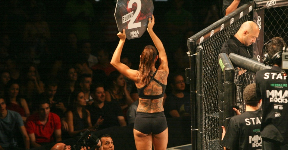 08.08.12 - Como no poderia ser diferente, evento tambm teve ring girls
