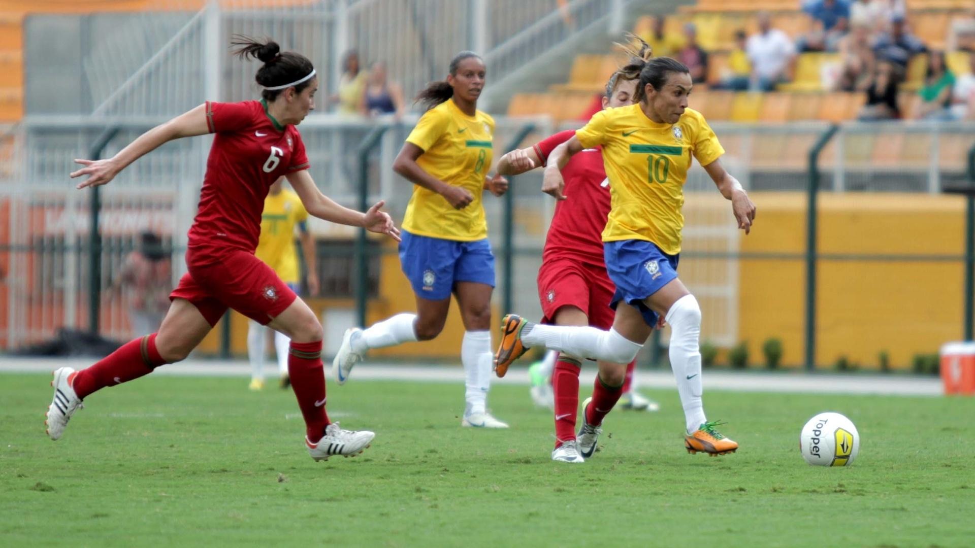 09/12/12 - Marta jogou de meio de campo para armar mais jogadas e, mesmo assim, marcou o seu