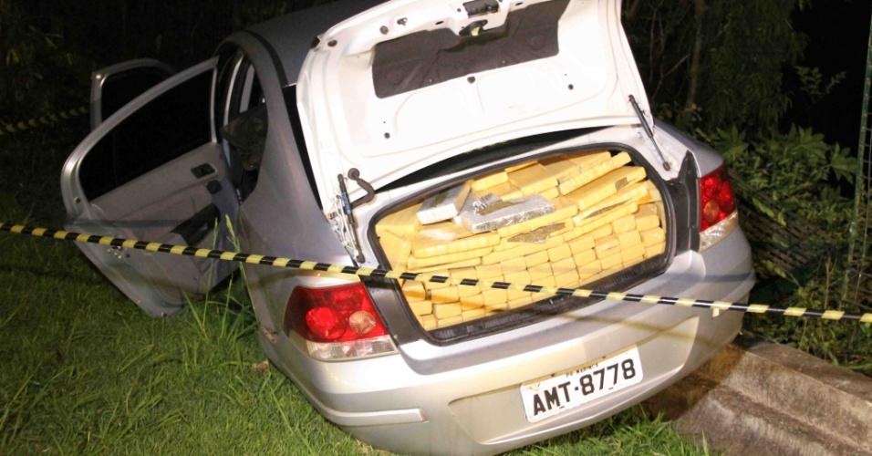 9.dez.2012 - Carro lotado de drogas foi apreendido pela Polícia Militar dentro do terminal de ônibus de Guarapiranga, zona sul de São Paulo