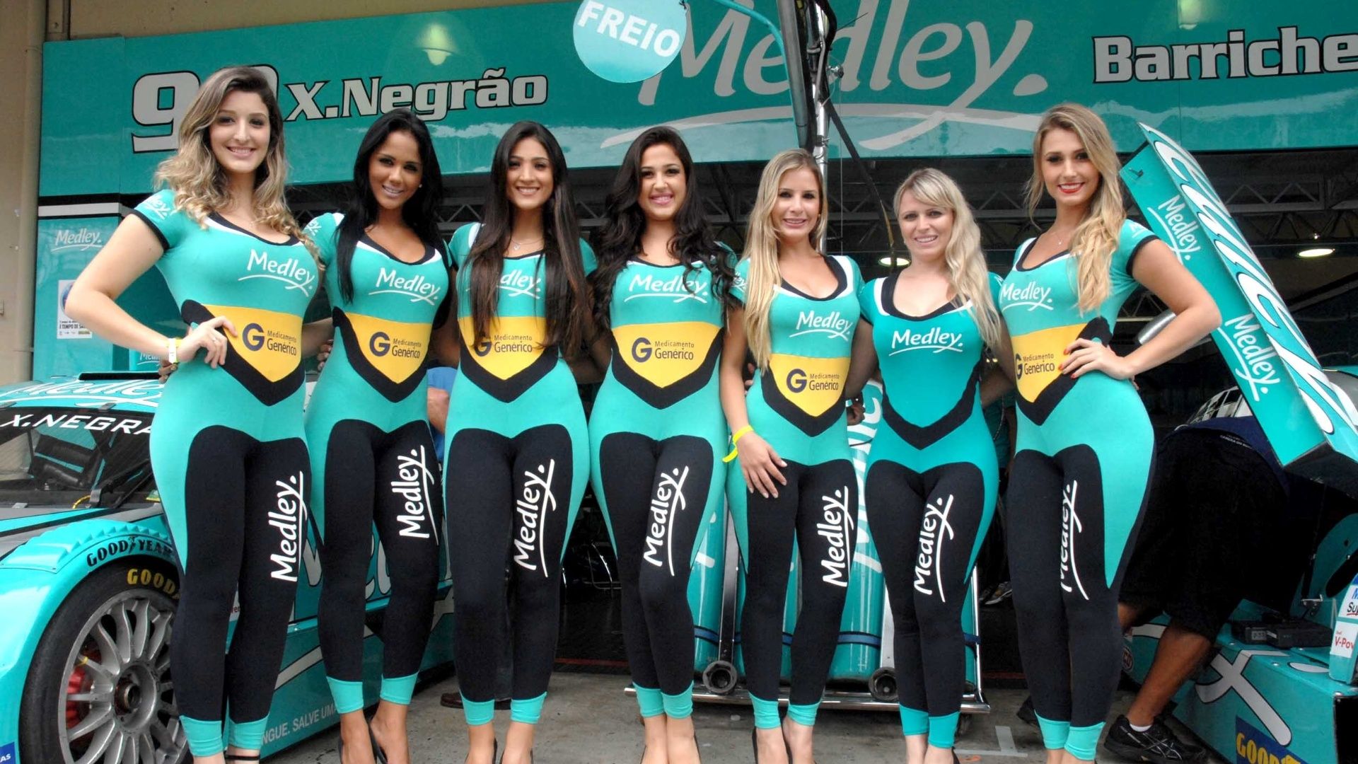 As belas grid girls tambm marcaram presena antes da Corrida do Milho em Interlagos