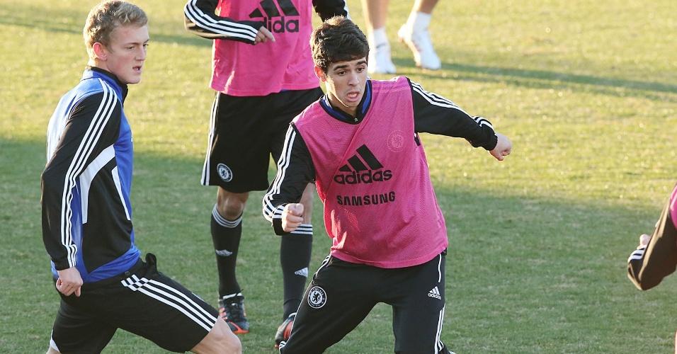 10.dez.2012 - Meia brasileiro Oscar treina com os companheiros de Chelsea no Mundial de Clubes