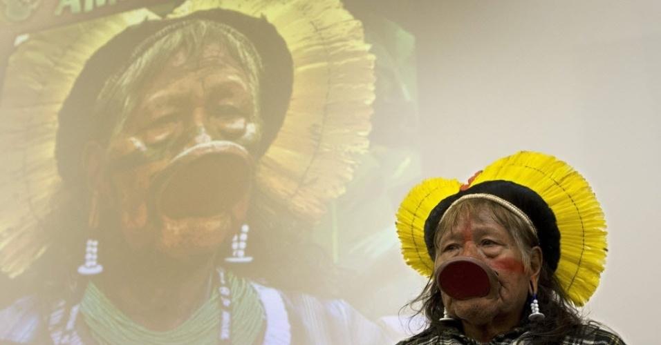 10.dez.2012 - O líder indígena caiapó Raoni Txucarramãe participa de coletiva de imprensa em Genebra, na Suíça