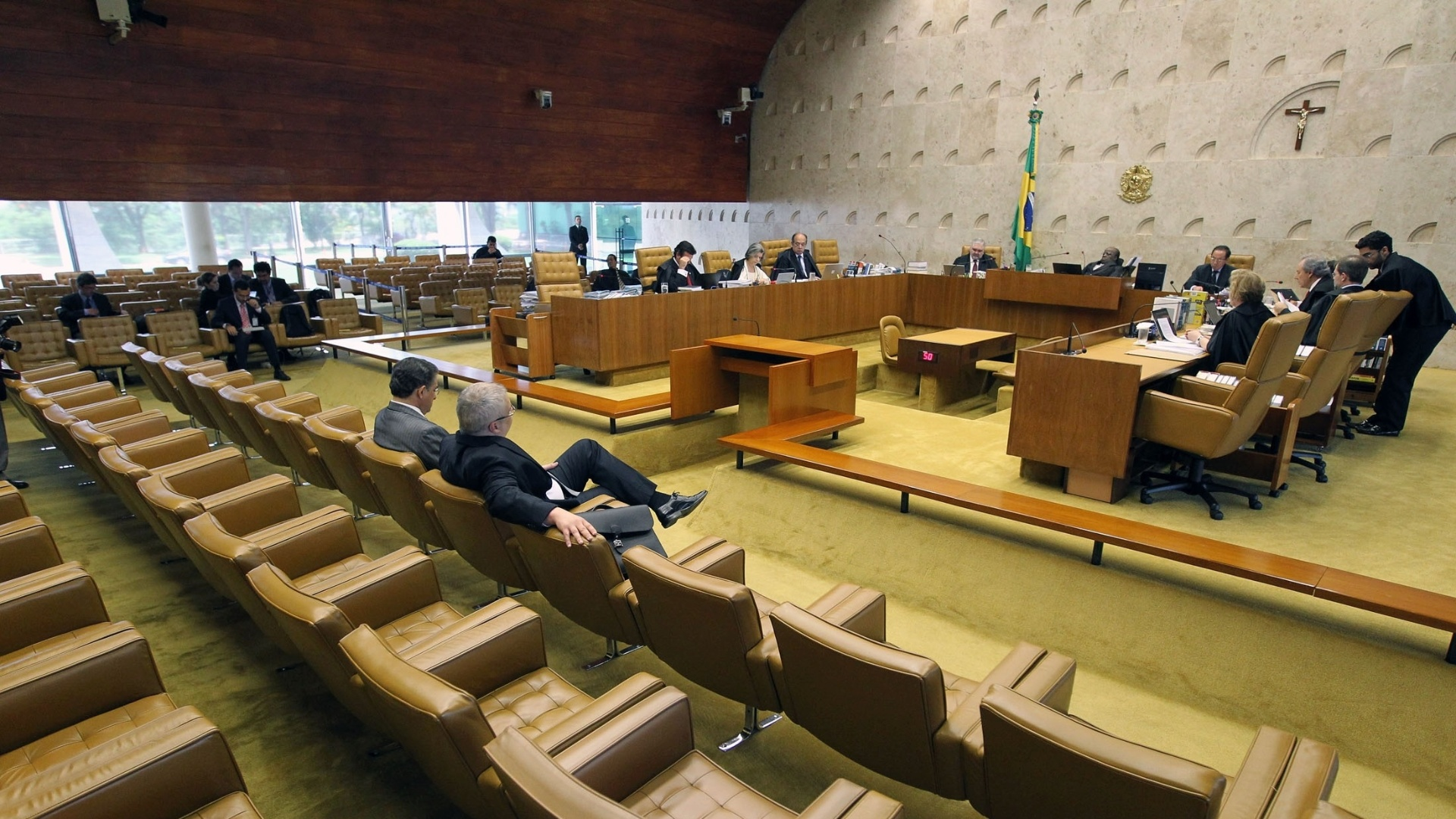 10.dez.2012 - Plenrio do STF durante sesso de julgamento do mensalo. Os ministros discutem nesta segunda-feira (10) se caber  corte ou  Cmara definir a perda de mandato dos deputados federais condenados no processo