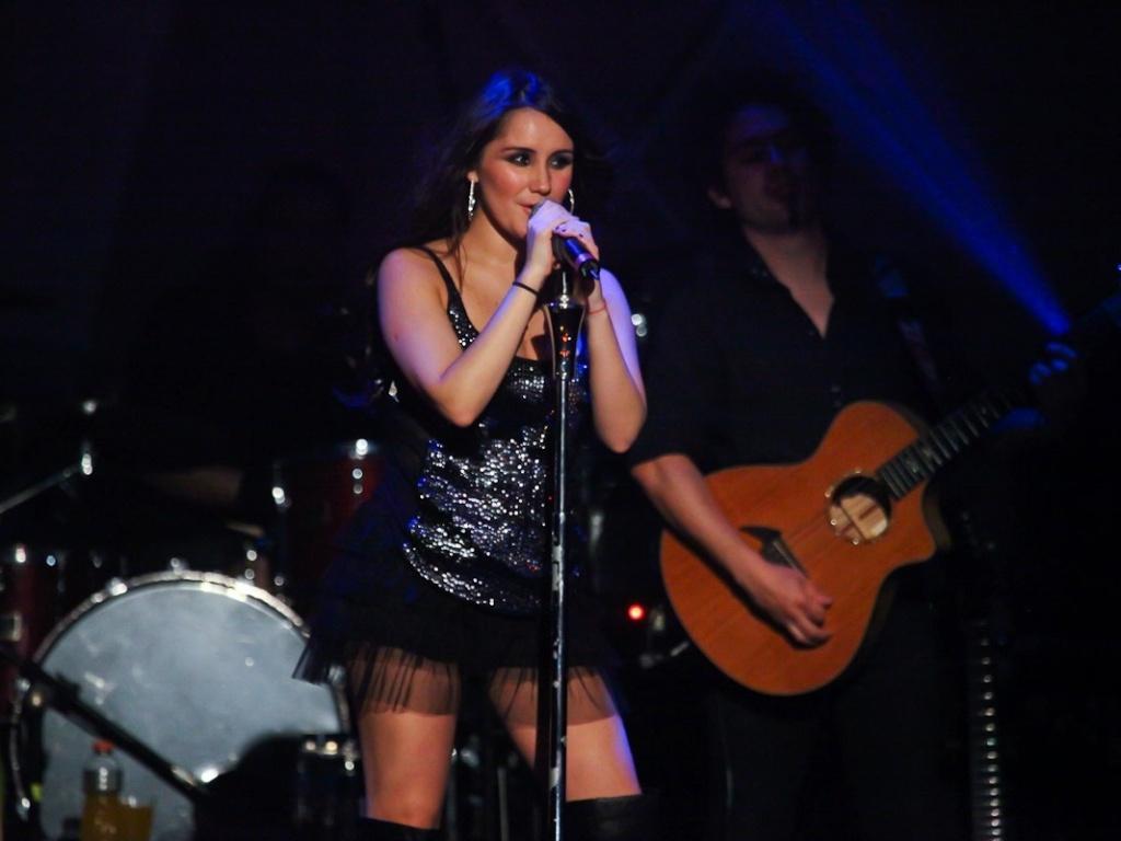 9.dez.2012 - A cantora mexicana Dulce Maria se apresenta no Cine Jóia, no bairro da Liberdade, em São Paulo