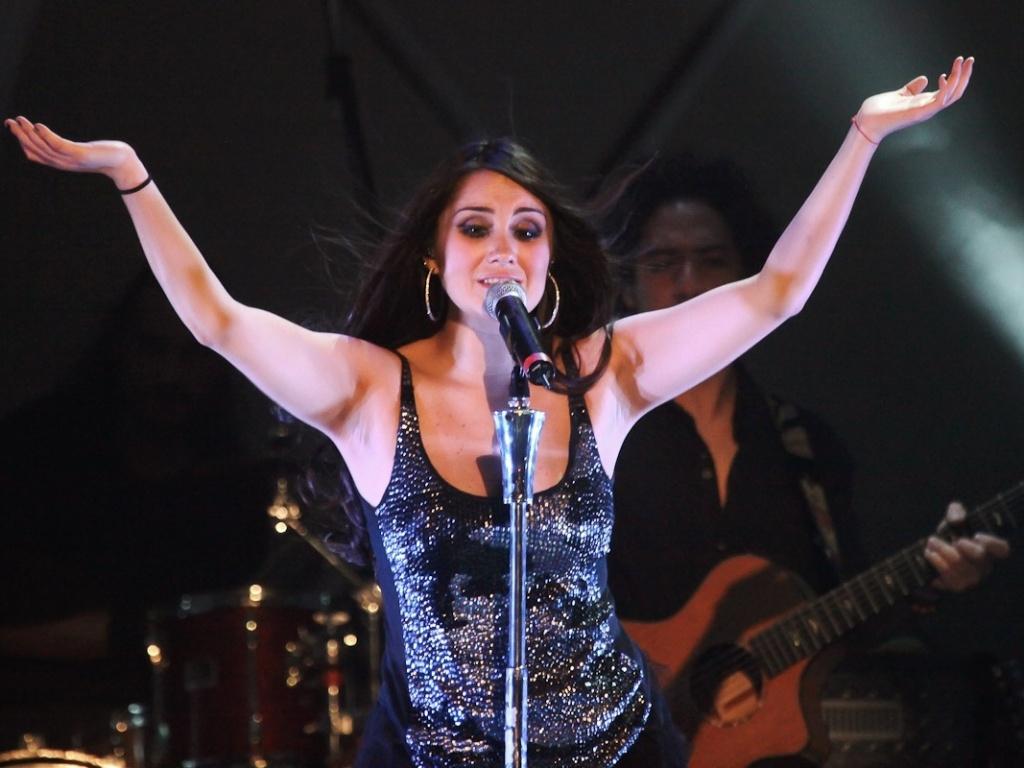 9.dez.2012 - Dulce Maria aproveitou a passagem pelo Brasil para comemorar seu aniversário de 27 anos, completados no dia 6, data em que desembarcou no país